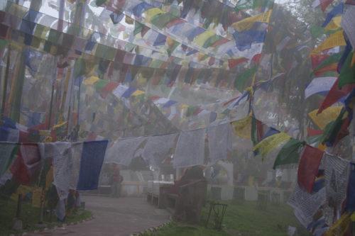 Молитвенные флаги повсюду