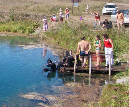 Подготовка к погружению в Голубое озеро