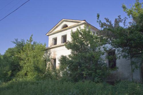 Одно из зданий усадьбы