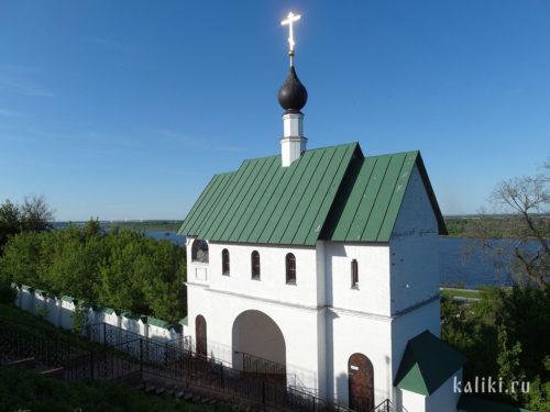 Надвратная церковь в честь прп. Сергия Радонежского