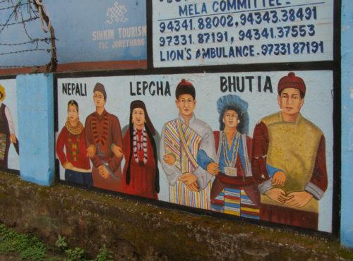 На этом плакате показано основное население Сиккима. Бхутия и лепча - тибетские племена, издавна жившие здесь, непальцы - относительно недавние пришельцы