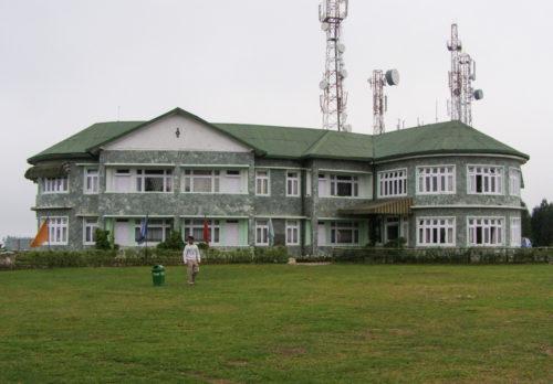 Санаторий или гостиница в парке Деоло
