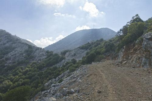 Самая высокая вершина гор Талоса - гора Кутсотрулос. В отличие от Кулуконоса, она огорожена и на вершине стоят ветряки