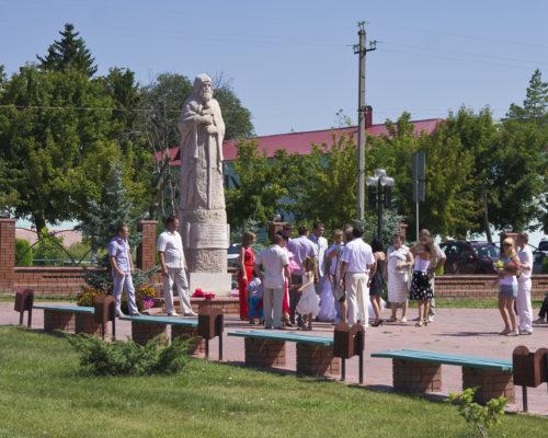 У памятника Сергию Радонежскому в Сергиевске