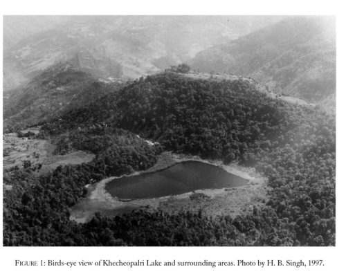 Вид сверху на озеро Кхечеопалри