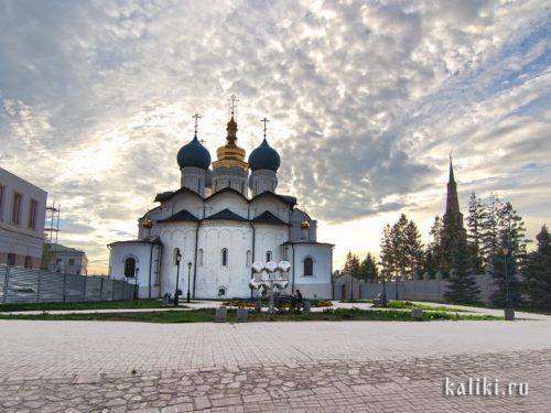 Благовещенский собор. Старейший собор Казани. Здесь великолепный хор, и вообще служба нас очень впечатлила