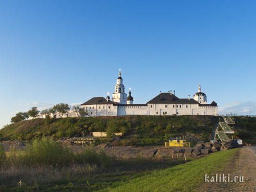 Успенский монастырь Свияжска. Вид с подъездной дороги