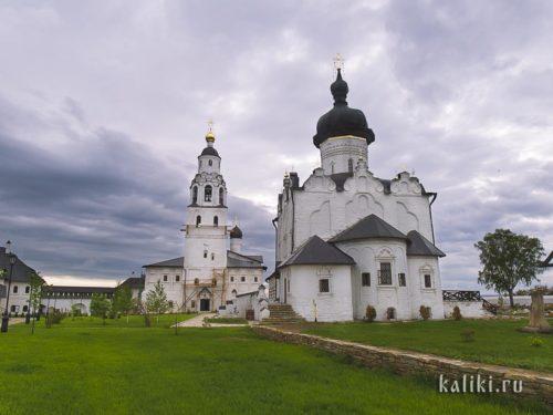 Успенский собор и Никольская церковь