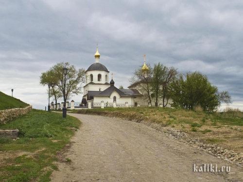 Церковь св. Константина и Елены. Вид с нижней, посадской стороны
