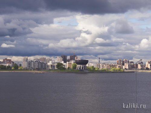 Казанский Казан - новый символ Казани. Он был построен как медиа-центр Универсиады, а сейчас здесь располагается ЗАГС