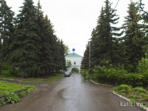 Казанский Новый Иерусалим. Действующая надвратная церковь