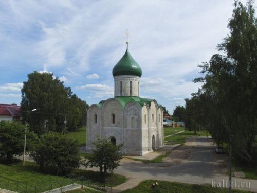 Спасо-Преображенский собор середины 12-го века - старейший храм Северо-Восточной Руси