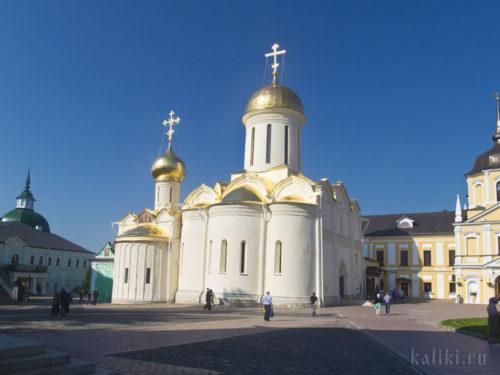 Троицкий собор - старейший собор Лавры