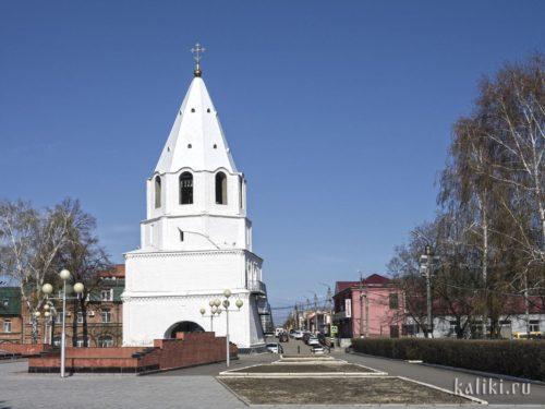 Спасская башня сызранского Кремля и улица Советская