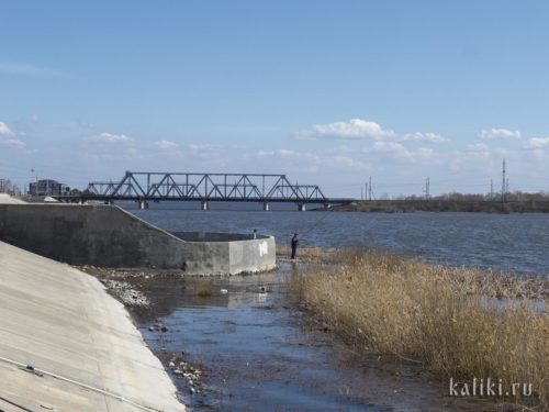 Кусочек набережной и мост через Сызранку