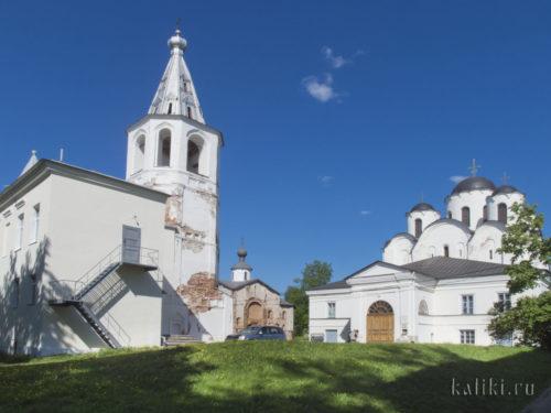 Воротная башня и Никольский собор