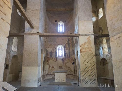 Церковь Спаса Преображения на Нередице внутри