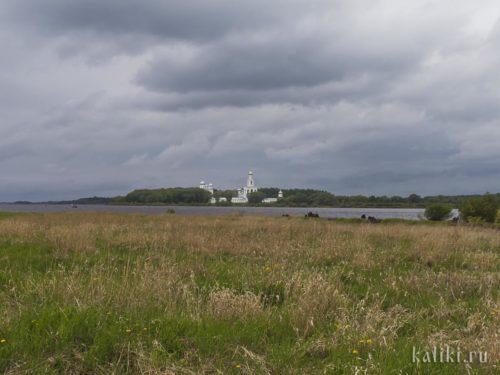Свято-Юрьев монастырь на противоположном берегу Волхова