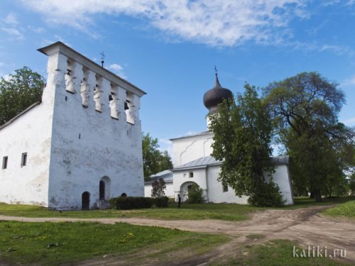 Церковь Успения Божией Матери с Пароменья с отдельно стоящей звонницей