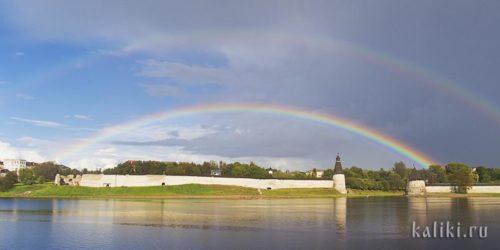Во второй наш приезд Псков встречал нас радугами. Устье Псковы, Высокая и Плоская башни