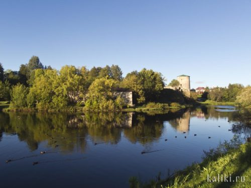 Река Пскова и Гремячья башня Окольного города