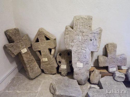 Псковские каменные кресты