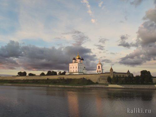 Вид на Троицкий собор от часовни княгини Ольги
