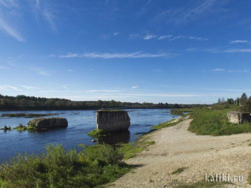 Опоры моста, взорванного во время войны