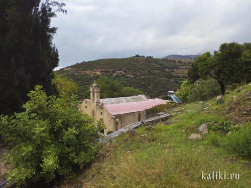 Вид на монастырь с верхней террасы