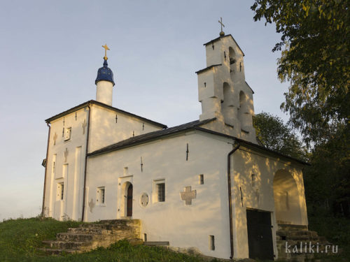 Закладные кресты в стенах Никольской церкви
