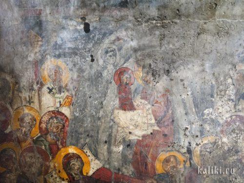 Господь принимает душу Богородицы в сцене успения. Фреска церкви Христа Спасителя в деревне Акумиа