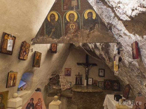 Внутри церкви Святого Антония