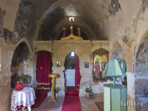 Внутри церкви св. Иоанна Богослова в деревне Маргаритес
