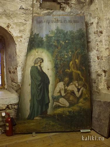 """Адам и Ева скрываются от лица Божиего. Грань """"неба"""". Из собрания Каргопольского музея"""