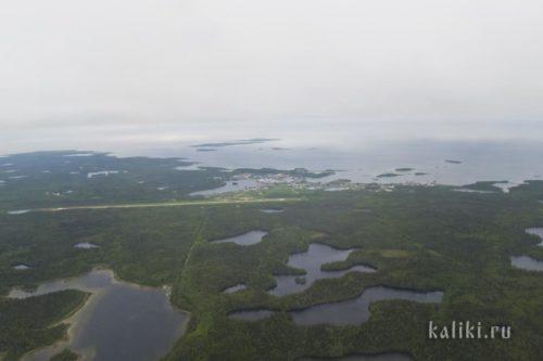 Большой Соловецкий остров и Соловецкий монастырь. Мы добирались сюда местными архангельскими авиалиниями, что само по себе являлось небольшим приключением