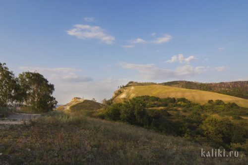 Девья гора (слева) и Молодецкий курган