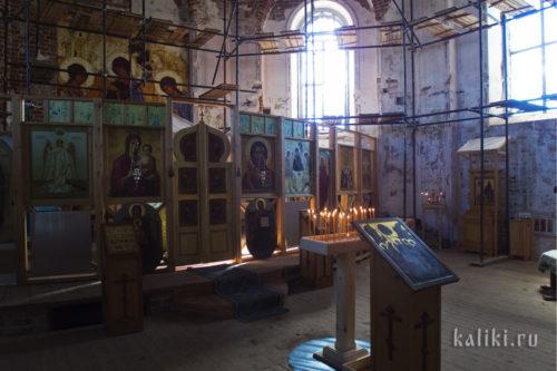 Внутри Свято-Троицкого скита