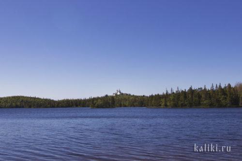 Вид на Голгофо-Распятский скит с Голгофского озера