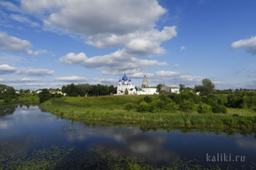 Суздальский Кремль стоит в красивейшем месте в излучине р. Каменки
