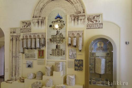 Стенд, посвященный истории Богородице-Рождественского собора с реконструкцией его первоначального вида