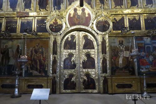 Иконостас Богородице-Рождественского собора. Фрагмент