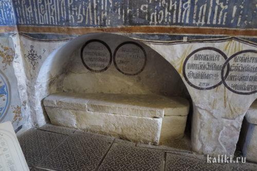 Сохранившееся надгробие в Богородице-Рождественском соборе