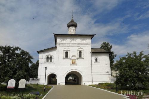 Святые врата с Благовещенской надвратной церковью