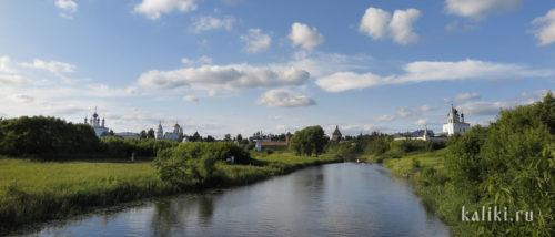 Слева на право: Свято-Покровский, Спасо-Евфимиев и Свято-Александровский монастыри