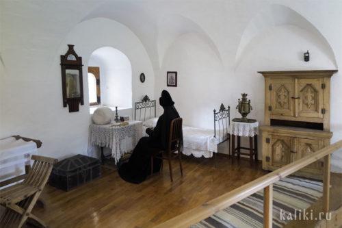 Келья женского монастыря. Монахиня за рукоделием. Реконструкция