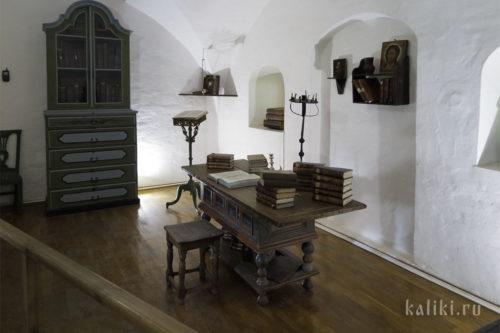 Место, где монахи занимались переписыванием богослужебных книг. Реконструкция