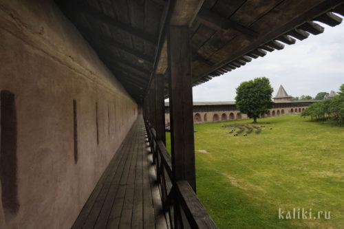 Проход на крепостной стене Спасо-Евфимиева монастыря