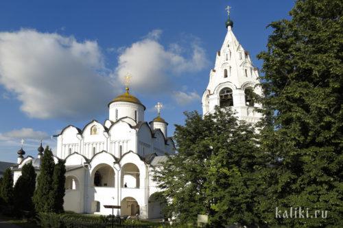 Покровский собор (XVI в.) и колокольня