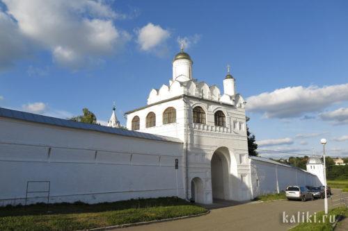 Святые врата Свято-Покровского монастыря