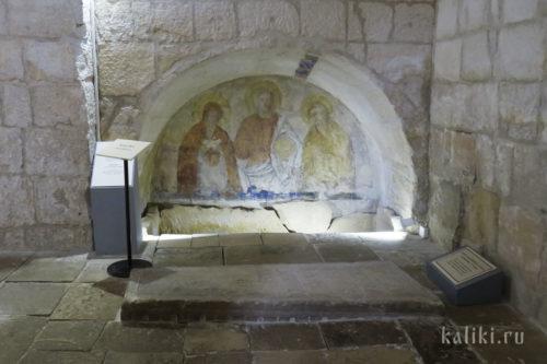 Гробница князя Бориса в аркосолии южной стены
